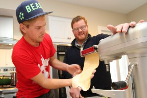 Fresh off preparing a meal for Wabash trustees, Cuoco Pasta Founder Mark Shreve '04 taught students how to make pasta during an impromptu session in Professor Rick Warner's kitchen.